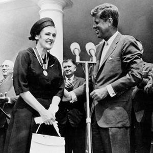 Francis Oldham Kelsey meets President Kennedy